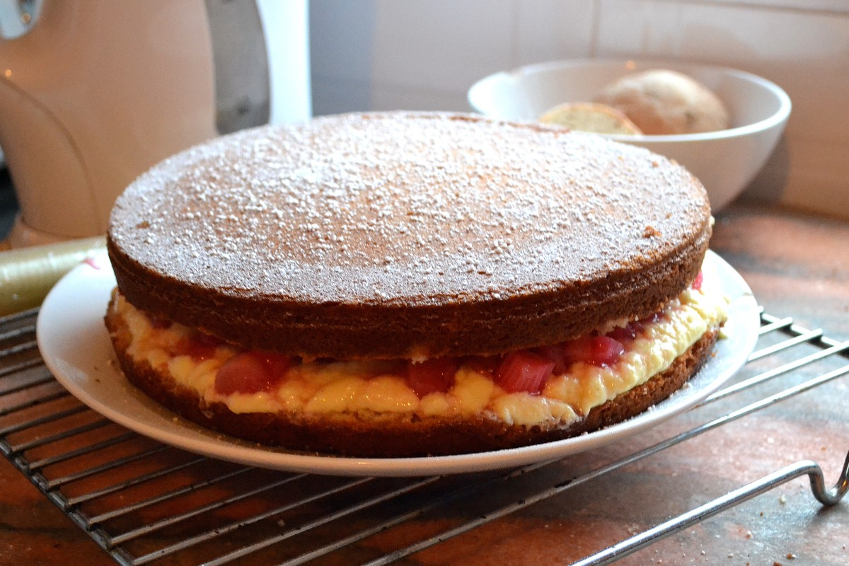 Rhubarb and Custard Victoria Sponge